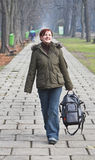 Camminando in una sosta di autunno Fotografia Stock Libera da Diritti