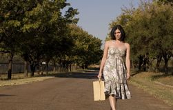 Camminando verso il brunette Fotografia Stock