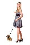 Camminare biondo sopra il suo cucciolo Fotografie Stock Libere da Diritti