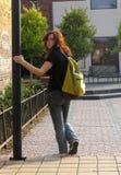 Camminare in città fotografie stock libere da diritti