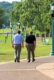 Camminare dei due uomini Immagine Stock Libera da Diritti