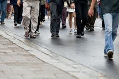 Camminare della folla Immagine Stock