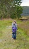 Camminare della ragazza Fotografie Stock Libere da Diritti