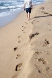 Camminare della spiaggia Fotografie Stock Libere da Diritti