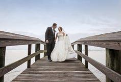 Camminare dello sposo e della sposa Immagine Stock Libera da Diritti