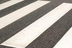 Camminare di traversata nel Giappone immagini stock