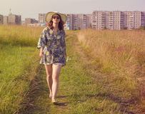 Camminare felice della ragazza Fotografia Stock