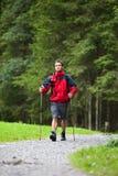 Camminare nordico bello attivo del giovane Fotografia Stock Libera da Diritti