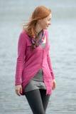 Camminare Red-haired della donna Immagini Stock Libere da Diritti