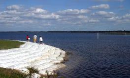 Camminata 2 della riva del lago fotografia stock libera da diritti