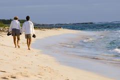 Camminata 2 della spiaggia Immagini Stock