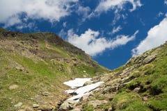 Camminata alpina in estate Fotografia Stock Libera da Diritti