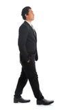 Camminata asiatica delle persone di affari di vista laterale Fotografia Stock