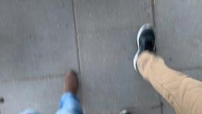 Camminata dei piedi di vista superiore stock footage
