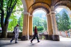 Camminata dei turisti Immagine Stock