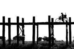 Camminata dell'uomo Fotografia Stock Libera da Diritti