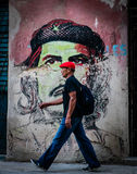 Camminata dell'uomo Immagine Stock Libera da Diritti