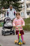 Camminata della famiglia Fotografia Stock
