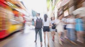 Camminata della gente nella via Fotografie Stock Libere da Diritti