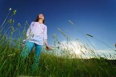Camminata della giovane donna Fotografia Stock Libera da Diritti