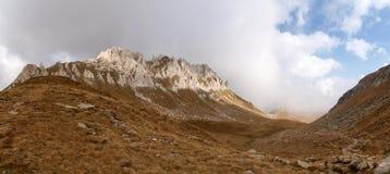 Camminata della montagna Passo Colombe e Passo del Sole Fotografia Stock
