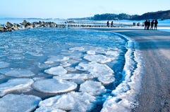Camminata della spiaggia di inverno Fotografia Stock Libera da Diritti