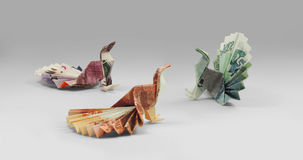 Camminata delle banconote di origami dell'uccello Fotografie Stock Libere da Diritti