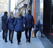 Camminata delle coppie dei turisti Fotografia Stock Libera da Diritti
