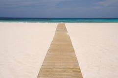 Camminata di legno sulla spiaggia, Fuerteventura Immagine Stock Libera da Diritti