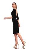 Camminata elegante della donna di affari Immagine Stock