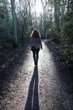 Camminata graziosa della ragazza Immagine Stock Libera da Diritti
