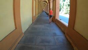Camminata italiana della donna video d archivio