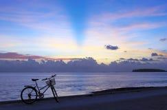 Camminata piacevole della bicicletta fotografie stock
