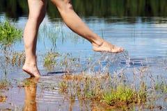 Camminata su acqua Fotografie Stock Libere da Diritti