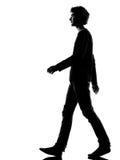 Camminata triste della siluetta del giovane Fotografia Stock Libera da Diritti