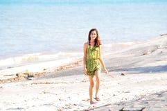 Camminatore della spiaggia Immagini Stock