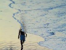 Camminatori della spiaggia Fotografia Stock