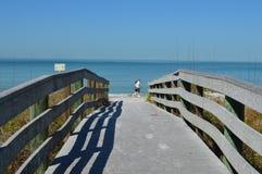 Camminatori della spiaggia Fotografia Stock Libera da Diritti