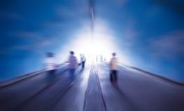 Cammini nell'indicatore luminoso Fotografia Stock Libera da Diritti