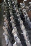 Cammini più vicino ai guerrieri di terracotta Xi nel `, Cina ` s un la t Immagini Stock Libere da Diritti