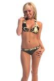 Camo Bikini-Blondine Stockfoto