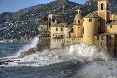 camogli风大浪急的海面 库存图片