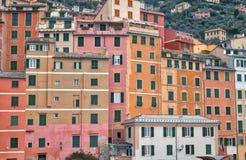 Camogli, as casas cor pastel-coloridas típicas foto de stock royalty free
