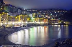 Camogli, Génova, opinión de la noche del invierno Imagen del color Fotos de archivo
