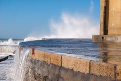 Camogli hamnplats under det grova havet royaltyfri foto