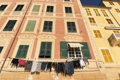 Camogli house clothes drying to the sun royalty free stock photos