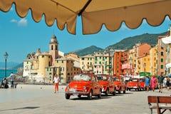 Camogli, Liguria, Itália - 20 de setembro de 2015: Festival Fiat 500 Imagens de Stock Royalty Free