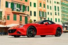 Camogli Liguria, Italien - April 13, 2016 Ferrari Kalifornien T Arkivbild