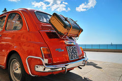 Camogli Liguria, Italien - September 20, 2015: Festival Fiat 500 royaltyfri bild