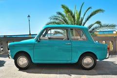 Camogli Liguria, Italien - September 20, 2015: Festivalen Fiat 500 samlar organisatörer den Fiat 500 klubban Genova Levante Itali Royaltyfria Foton